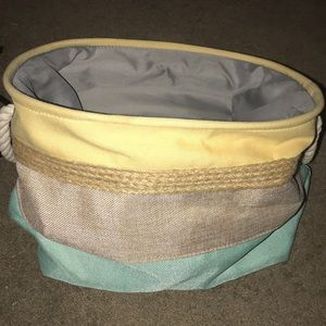 Small/Medium collapsible laundry basket